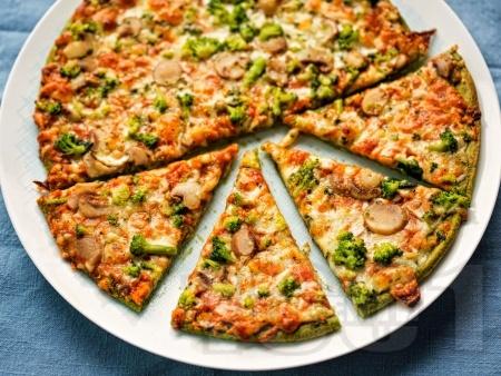 Пица с блат от тиквички и оризово / бадемово / нахутено брашно и плънка с броколи, гъби и моцарела - снимка на рецептата